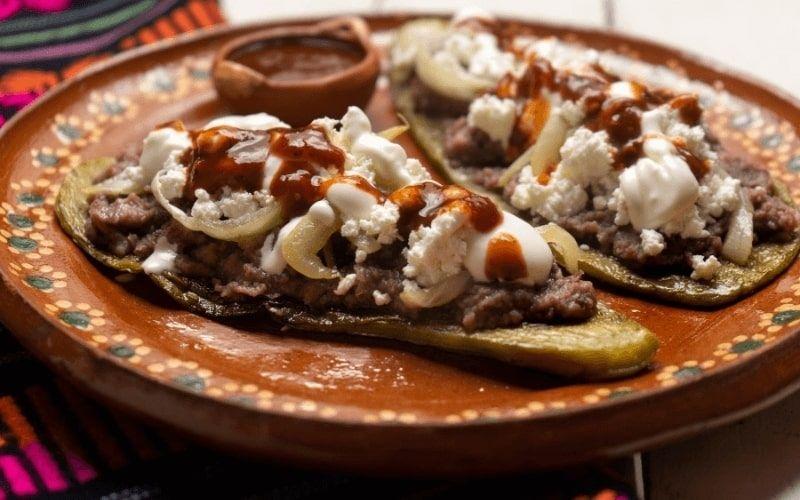 how to eat huaraches food