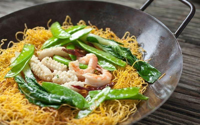 chow mein vs lo mein