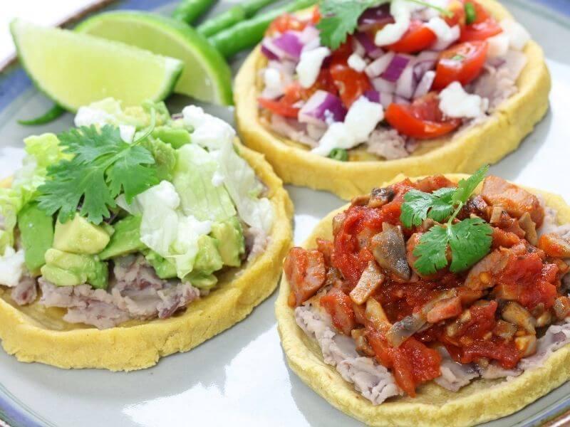 mexican-sopes-de-pollo